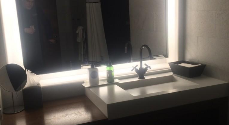 Shower-at-Amex-Centurion-Lounge-Las-Vegas-e1436414377521