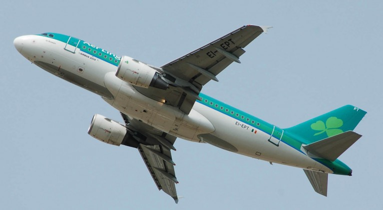Aer_Lingus_Airbus_A319-100_(EI-EPT)_departs_London_Heathrow_Airport,_England,_on_2ndJuly2014_arp