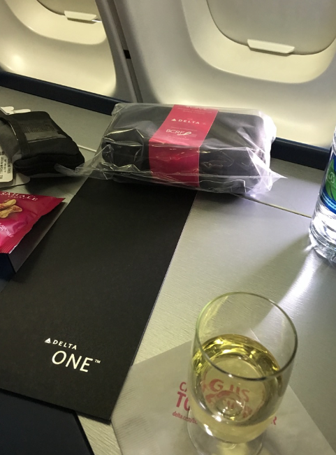 delta, delta one, delta air lines, upper deck, 747, delta one review