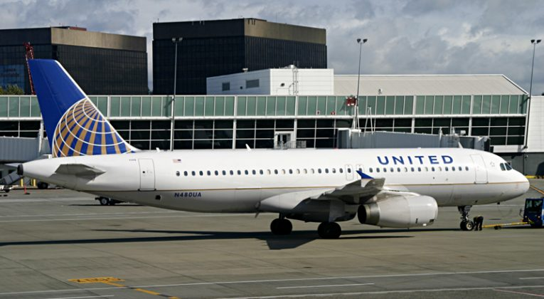 United Airlines Airbus A320-232 aircraft