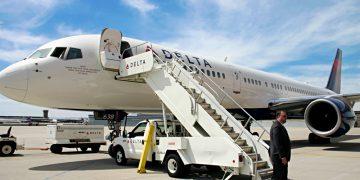 Delta Air Lines Boeing 757-200 airplane