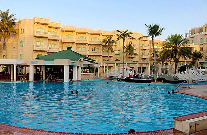Review grand hyatt muscat insideflyer for Elaborate swimming pools