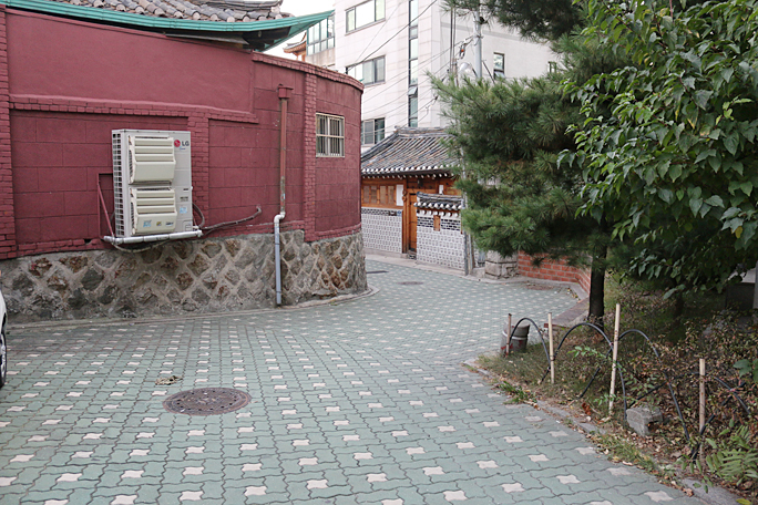 Yoo's Family Guest House Byeolhadang Authentic Hanok in Seoul