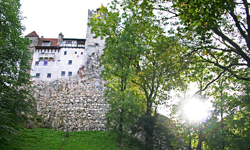airbnb dracula sweepstakes spend halloween night in dracula s castle your chance to 5746