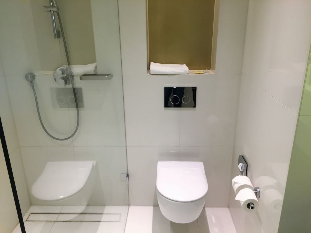 9 Hilton Hotel Amsterdam Airport Toilet Insideflyer