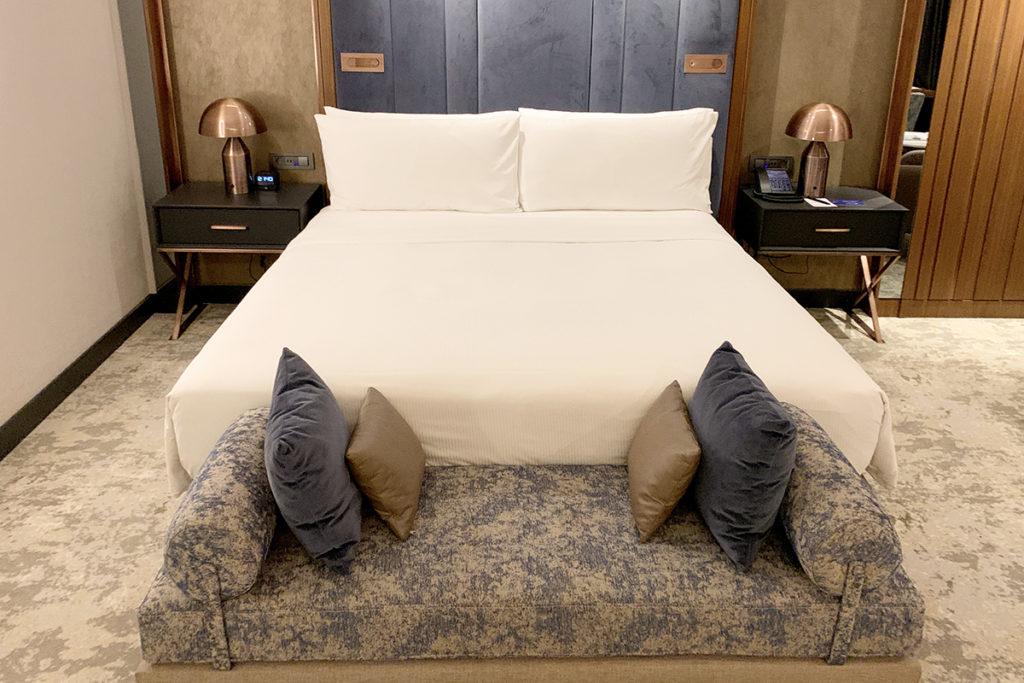 Serta Suite Dreams King Bed